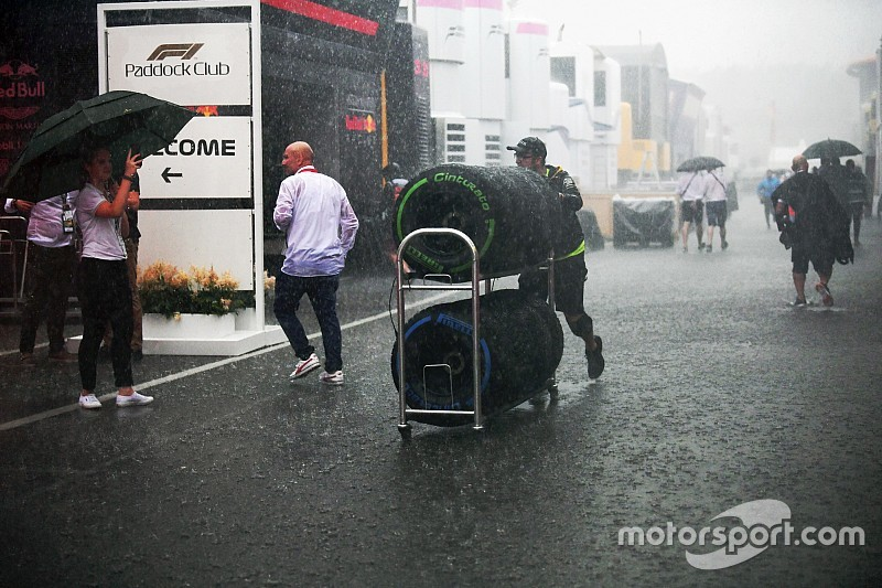 Áll a víz Monzában az F1-es edzés előtt