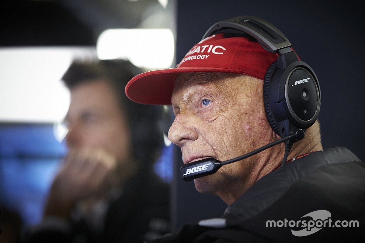Lauda returns to hospital after contracting flu