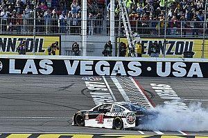 Харвик выиграл вторую гонку NASCAR подряд