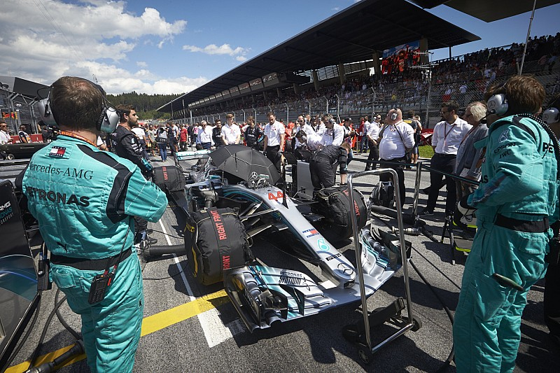 """Wolff: """"Lo stratega Vowles non si tocca: ha sbagliato ma la Mercedes è una squadra"""""""