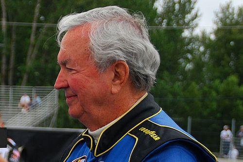 Piloto de 90 anos compete em prova oficial nos EUA