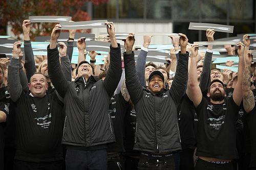 Galeri: Mercedes ve Hamilton dördüncü şampiyonluğu kutladı