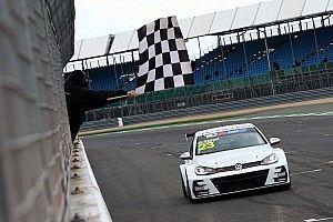 UK: Lloyd fa piazza pulita a Silverstone, sul podio c'è anche l'Alfa Romeo