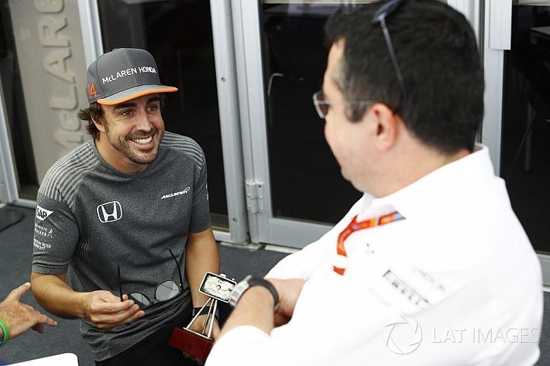 """Boullier, tranquilo por la renovación de Alonso: """"Se quiere quedar"""""""