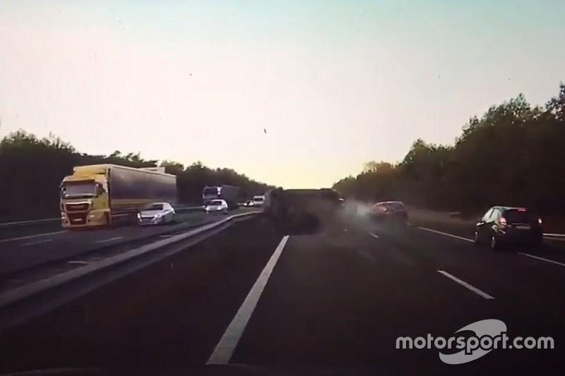 VIDÉO - Une Tesla prédit un accident avant qu'il n'arrive