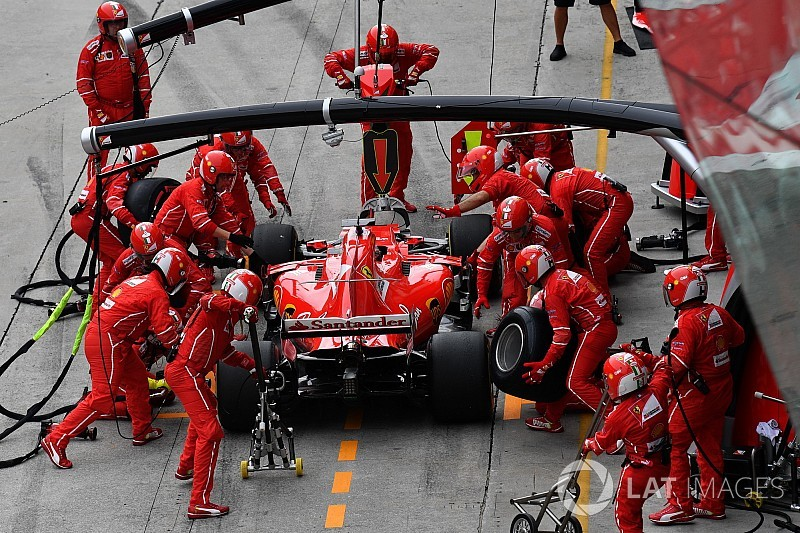 A Red Bull kerékcseréjénél nem volt gyorsabb Suzukában: a Ferrari a TOP-10-ben sincs