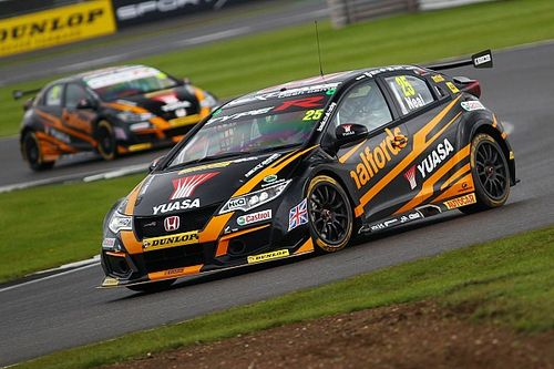 Silverstone BTCC: Neal beats Huff to win final race