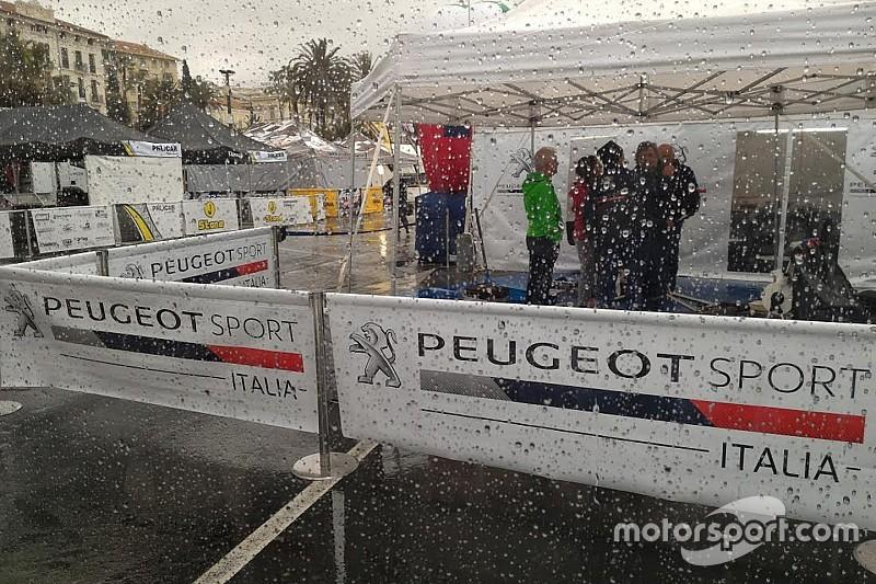 Paolo Andreucci svetta sotto la pioggia