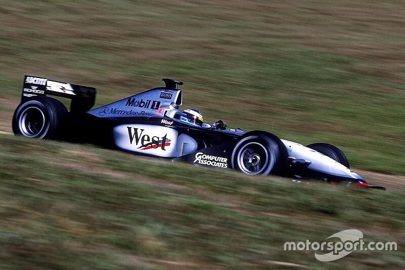 Häkkinen rajtja Schumacher ellen: az a hang... (videó)