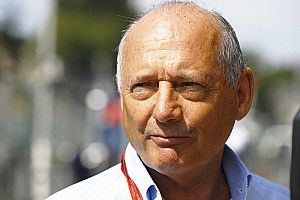 Экс-босс McLaren оплатил миллион обедов для врачей