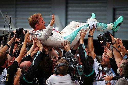 Italian GP: Rosberg gifted Monza win as Hamilton fluffs start