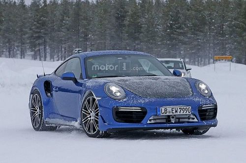 Spyshots: prototype Porsche 911 GT2 gesnapt in de sneeuw