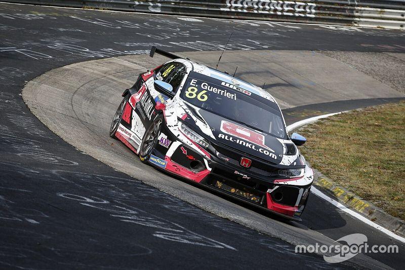 Guerrieri gana en Nurburgring tras gran maniobra sobre Muller