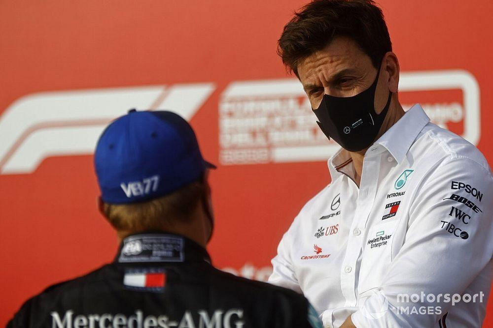 «В следующий раз мне лучше заткнуться». Босс Mercedes не сумел ободрить Боттаса