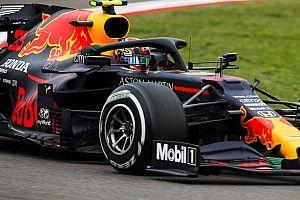 Villeneuve: Albon csak az útlevele miatt van még a Red Bullnál