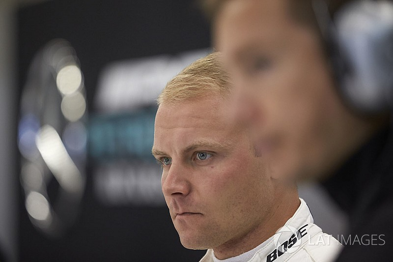 Bottas penalised for first-lap Sirotkin clash