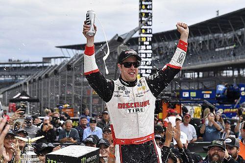 Keselowski dá a primeira vitória da Penske em Indianápolis na NASCAR Cup