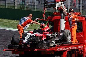 Ide utolsó húzása az F1-ben: Amikor Albers fejjel lefelé állt meg (videó)