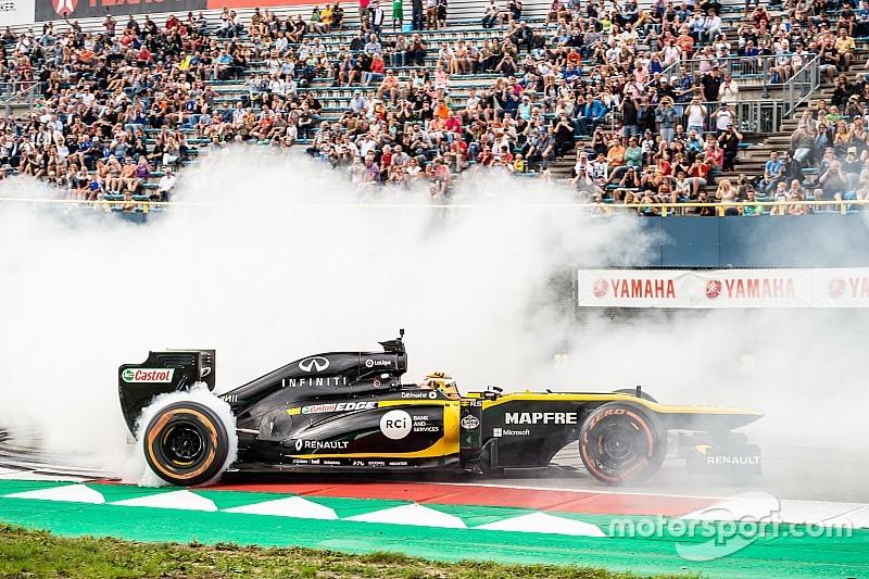 """Aitken trakteert Assen op Formule 1-actie: """"Geweldig om hier te rijden"""""""