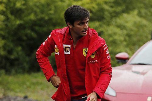 Sainz desata la locura ferrarista en su llegada a Monza