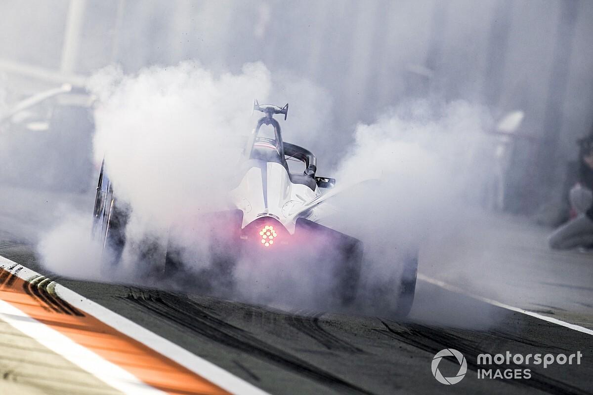 Kevin Siggy Menangi Ronde Ketiga Formula E: Accelerate