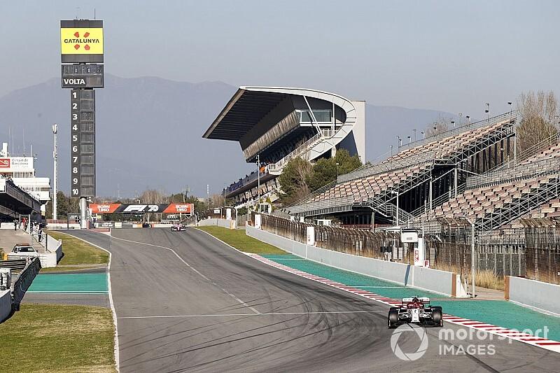 Raikkonen lidera la tarde, a pesar de la bandera roja; Mercedes, con problemas