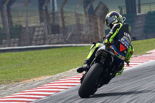 """Rossi: """"Se me hace raro ver a Lorenzo vestido de calle y yo con el mono"""""""
