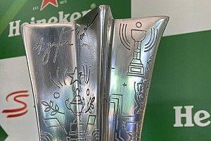 Az F1-es Brazil Nagydíj különleges trófeája