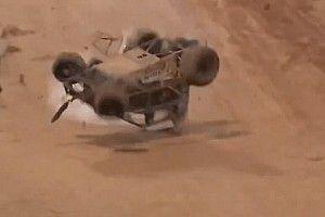 VÍDEO: Piloto da NASCAR, Kyle Larson capota inúmeras vezes em corrida na Nova Zelândia