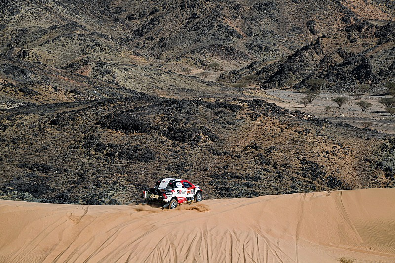 Alonso nagy bajban a Dakaron, megálltak és rengeteg időt veszítenek