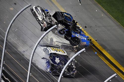 Попавший в крупную аварию гонщик NASCAR Райан Ньюман пришел в сознание