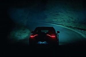 Álca nélkül is kimerészkedett az útra az Aston Martin SUV-ja