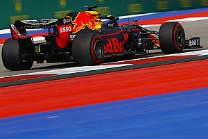 Verstappen supera a Leclerc para cerrar el viernes de Rusia en cabeza