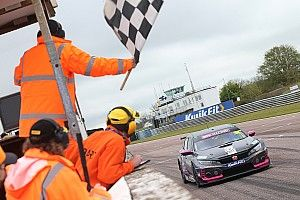Thruxton BTCC: Cook doubles up in red-flagged race
