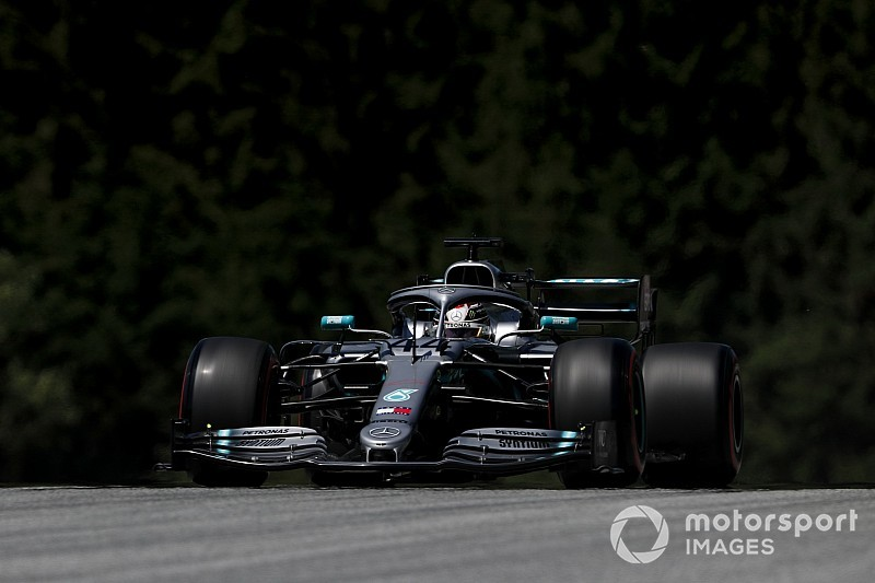 奥地利大奖赛FP1:汉密尔顿最快,霍肯伯格折断鼻翼