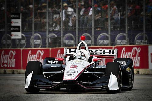 Newgarden sfrutta la strategia, resiste a Rossi e centra la vittoria in Gara 1 a Detroit