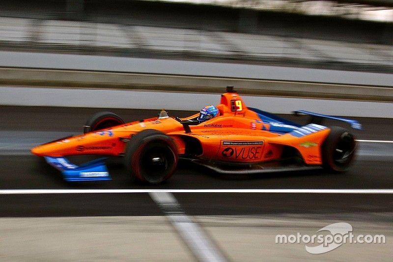 Alonso acaba al fondo de la tabla la primera jornada en Indy