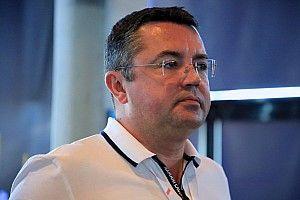 A volt F1-es csapatfőnök szerint ne higgyünk a pletykáknak, maradni fog a Renault
