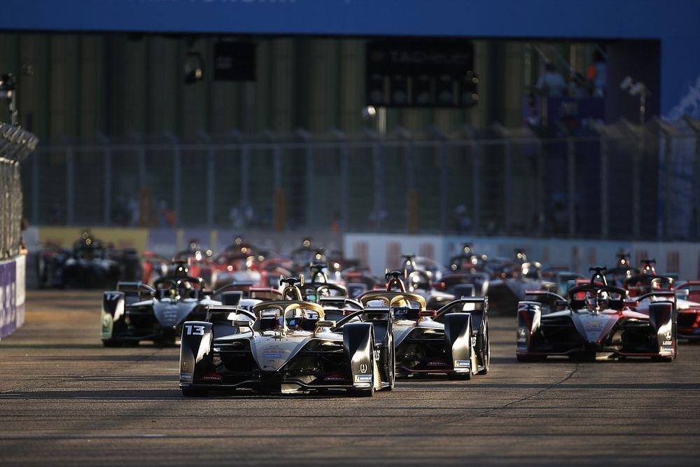 В Формуле Е решили ездить по трассе в обе стороны