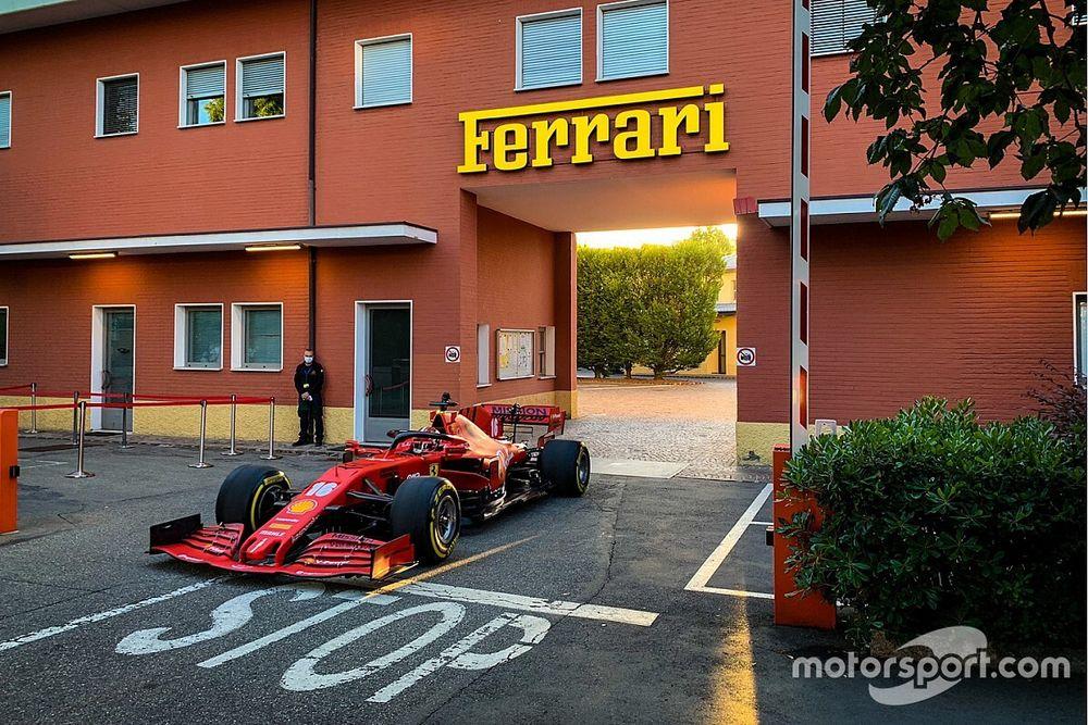"""Fotogallery: Leclerc e la Ferrari SF1000 """"sfilano"""" a Maranello"""