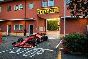 ルクレール、コロナ禍後の走り初めはマラネロ市街! フェラーリの最新F1をドライブ