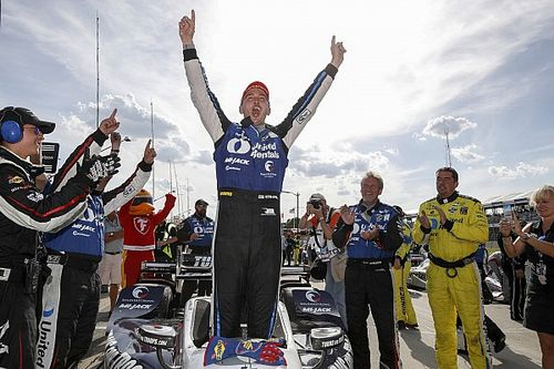 Detroit IndyCar: Rahal holds off Newgarden to complete double