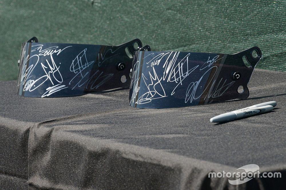 Пленка со шлема наделала шума в MotoGP. Она сломала байк, ее продают с аукциона, из-за нее требуют написать новое правило
