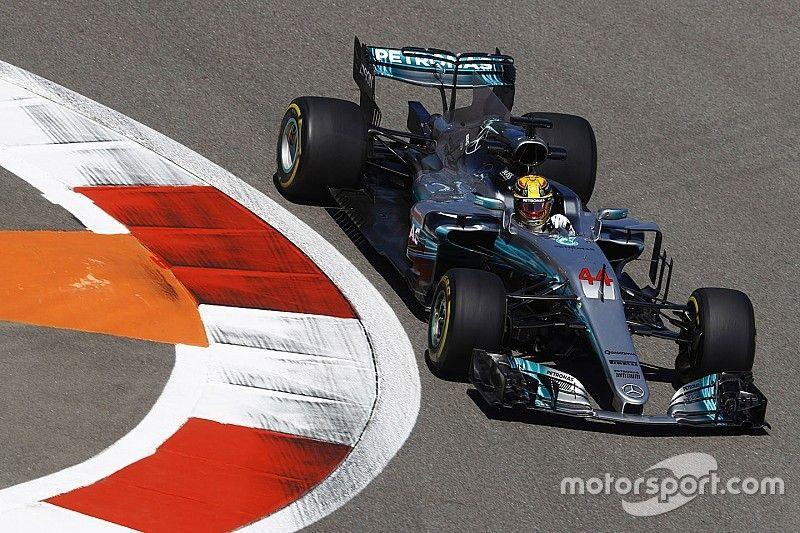 Vettel denkt dat Mercedes niet haar ware snelheid toont