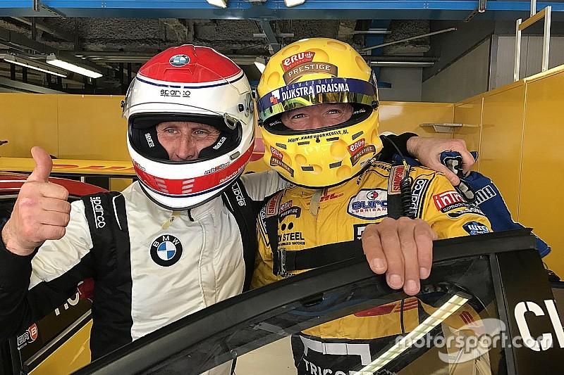 """Teambaas (59) neemt plaats in WTCC-auto van Tom Coronel: """"Geweldige kick"""""""