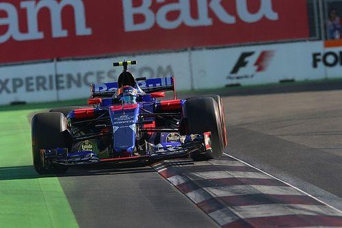 Sainz tolak salahkan Kvyat atas insiden di Baku