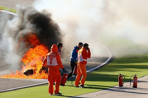 Vlammenzee na crash Sykes in WSBK-training Portimão