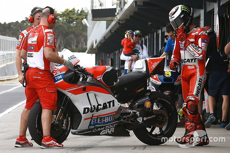 ducati brings new fairing to qatar motogp test. Black Bedroom Furniture Sets. Home Design Ideas