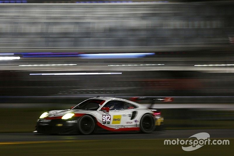 Daytona 24 Hours: Hr12 – Cadillac, Porsche, Acura lead at midway
