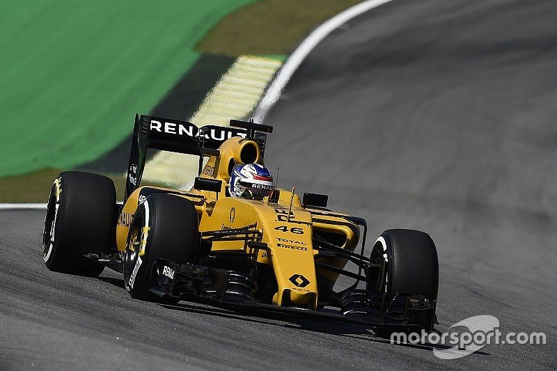 Renault keen on expanding Sirotkin's F1 role
